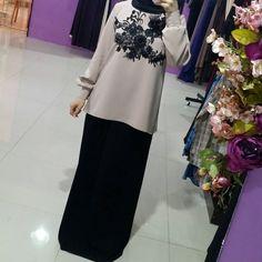 """333 Likes, 33 Comments - Исламская одежда (@malyabisshop) on Instagram: """"Платье сшито из шелка (верх) и абайной ткани (низ) .каждая кнопочка обшит тканью вручнуюнашими…"""""""