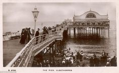 Dancing and Entertainments at Cleethorpes Pier - Postcard from the Kingsway Photo Series, published in England - 1911 Old Pictures, Old Photos, Off The Map, British Seaside, English Heritage, Photo Series, Travel News, Victorian Era, Edwardian Era