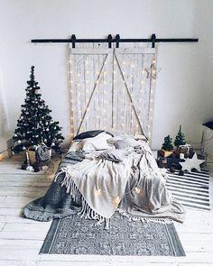 Пока одна часть нашей команды готовит локацию на #guseynovamk3  вторая часть команды подготовила вот такую новогоднюю фотозону для съемки с @irinagladkih ❤️ #magicofdecor_newyear