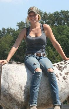 redneck woman at DuckDuckGo Redneck Girl Outfits, Country Girl Outfits, Cute Country Girl, Country Women, Sexy Cowgirl, Redneck Woman, Jeans, Farmer's Daughter, Southern Girls