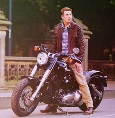 Chris Evans... now thats a motorcycle ;D