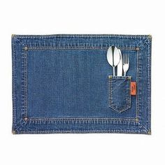 jogo americano com jeans reciclado Lots of great ideas on this page. Language is not a barrier. Jean Crafts, Denim Crafts, Artisanats Denim, Diy Jeans, Denim Ideas, Patchwork Jeans, Jeans Material, Recycled Denim, Jamie Oliver