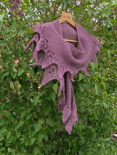 Free Pattern: Out Of My Head Shawlette by Mona Mono