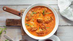 Lyonin kanaa eli poulet au vinaigre on ranskalaisen keittiön klassikkoruokia. Sen kastike on niin hyvää, että viimeisestä pisarasta kisataan. Koti, Lyon, Curry, Food And Drink, Dishes, Chicken, Ethnic Recipes, Drinks, Drinking