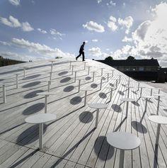 BIG Architects a terminé en 2013 le Gymnase Gammel Hellerup, un nouveau complexe sportif durable construit au sein du vieux lycée Hellerup au Danemark.