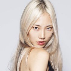 """Soo Joo Park photographed for Into the Gloss. The modeling industry has been featuring models who are more striking than traditionally """"pretty,"""" and what better way for Soo Joo to stand out than to be a platinum blonde Asian girl ; Korean Beauty, Asian Beauty, Korean Children, Platinum Blonde Hair, Super Hair, L'oréal Paris, Celebrity Hairstyles, Korean Hairstyles, Spring Hairstyles"""