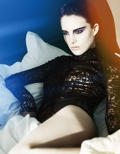 """Ben Hassett / Vogue Japan Beauty """"Summer of Dark Shadows 'met Eliza Cummings  juli 2014"""