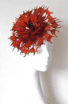 Chapeau bibi Orange brûlé pour les mariages, les courses et événements spéciaux avec bandeau