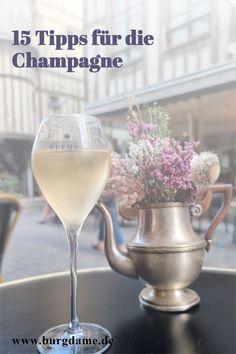 Die Champagne gehört zu den wenig bekannten Regionen in Frankreich. Doch die Champagne ist sehr interessant und eine Reise wert. Hier zeige ich Euch die schönsten Sehenswürdigkeiten in der Champagne und interessante Ausflugsziele in der Champagne. #champagne #frankreich #sehenswürdigkeitenchampagne #reims #troyes Reisen In Europa, White Wine, Alcoholic Drinks, Glass, Spain Travel, Old Cemeteries, Drinkware, Corning Glass, White Wines