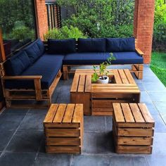 Such a simple and yet creative working of the pallet couch and table furniture set is introduced here for you. You would be finding this whole outdoor furniture set up as perfect medium for you in order to make it part of your house outdoor areas. It would come out to be so outstanding looking in appearance.
