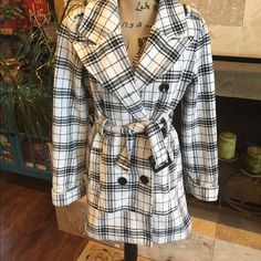 Pea/plaid coat size large Worn several times, but is in great shape for a used coat! No tears or stains. There is some wear from use, but it's minimal. Runs small, better suited to a medium or even a small could pull off depending on build. Looks fantastic on, usually wore with a newsboy hat... Totally made it pop, people loved to compliment on it Jackets & Coats
