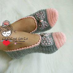 Crochet Mask, Knitted Slippers, Crochet Slippers, Crochet Slipper Pattern, Crochet Motif, Knit Crochet, Knitting Patterns, Crochet Patterns, Knit Shoes