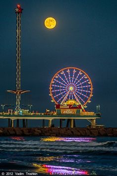 Full moon, Galveston Island Historic Pleasure Pier | For history go to: http://www.pleasurepier.com/history.html