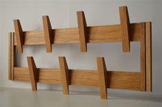 eiken vaste haak - www.kapstokopmaat.nl Coat And Hat Rack, Diy Coat Rack, Coat Hanger, Woodworking Projects Diy, Wood Projects, Pallet Kitchen Island, Wood Resin Table, Wooden Wall Hooks, Curtain Holder