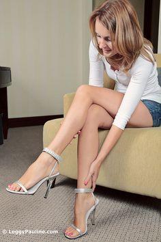 Leggy Pauline Pictures 48