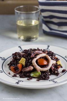 La cucina spontanea: Riso venere con calamari, avocado e pomodorini