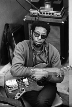 Famed Muscle Shoals Studios bassist Jerry Jemmott poses for a portrait during a recording session for soul singer Aretha Franklin in April 1968 at the Atlantic Records studios in New York City, New York. Fender Jazz Bass, Jazz Guitar, Muscle Shoals, Soul Singers, Jazz Musicians, Aretha Franklin, Poses, Playing Guitar, Atlantic Records