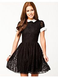 Short sleeve lace dress from LILI LONDON. Rounded neckline with collar and wide keyhole opening with buttoned to the reverse. Cuff feature decorative buttons. Elastic waist and flared skirt. Fully lined.