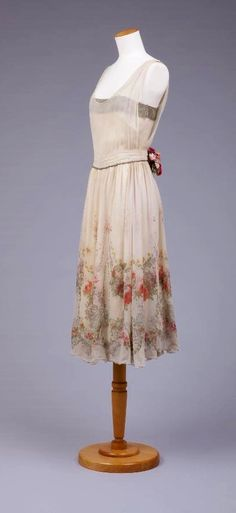 Vintage 1920s - LOVE the skirt! the top, no, but the flowers on the bottom of the skirt....ahhh! 1920