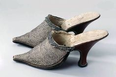 Pair of ladies mules, Swiss, 1700-1750. Floral patterned silver silk brocade, leather.