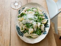 Spring pasta with peas and mint - Recipes - Kitchen Stories