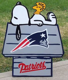 New England PATRIOTS Football Snoopy Peanuts Wood Decor Sign, DOGHOUSE with Woodstock Done in Brillant Team Colors