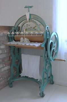 Mias Interior: An Old Clothing Roller