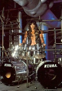 Scott Travis - Judas Priest but before that he was the drummer of a band called Racer X. Used to go watch Scott's band Hooker when I was in the Navy. Met up a few times later over the years Gi Joe, Vintage Drums, Heavy Metal Rock, Drum Lessons, How To Play Drums, Tommy Lee, Judas Priest, Thrash Metal, Drum Kits
