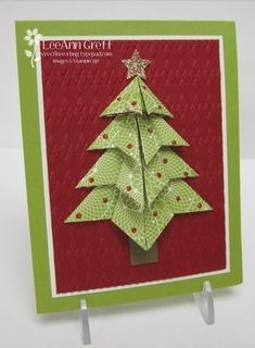 By LeeAnn Greff. Christmas card. Instructions here: http://flowerbug.typepad.com/my_weblog/2008/11/origami-christmas-tree.html