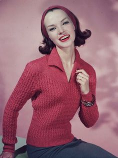 Very cute late 50s hairstyle and v-neck sweater.