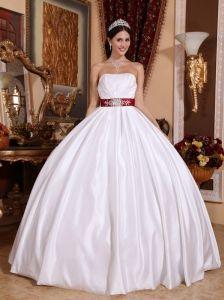 New White Quinceanera Dress Strapless Taffeta Sashes / Ribbons Ball Gown