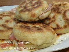 focaccine con esubero di pasta madre http://www.pastaenonsolo.it/focaccine-con-esubero-di-pasta-madre/