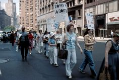 New York City – 35 interesting color photographs that capture the City's street scenes in the 1970s.