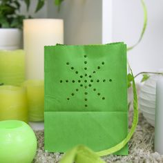 #greenery #couleurdelannee #maya #deco Decoration, Greenery, Maya, Fashion Backpack, Table, Color Of The Year, Jar Candle, Lantern, Decorating