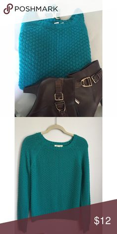 🍁 Forever 21 sweater Size small. 100% acrylic. Lightweight. Forever 21 Sweaters