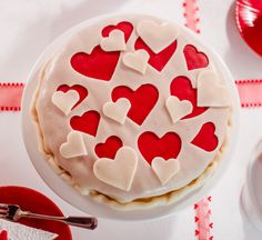 Warm cake Warm cake – A quick cake with beautiful marzipan decoration for Valentine's Day or Mother's Day Herzlicher Kuchen 0 Source by Beautiful Cakes, Amazing Cakes, Red Velvet Chocolate Cake, Bakers Menu, Happy Anniversary Cakes, Quick Cake, Sweet Little Things, Valentine Cake, Love Cake