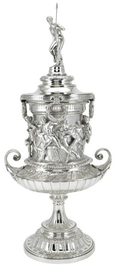 AN EDWARD VII SILVER TROPHY CUP AND COVER, HANCOCKS & CO, LONDON, 1910.