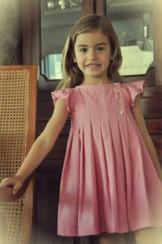 Inspiration for traditional classic girls clothing! Frocks For Girls, Kids Frocks, Dresses Kids Girl, Little Dresses, Cute Dresses, Kids Outfits, Flower Girl Dresses, Dress For Little Girls, Children Dress
