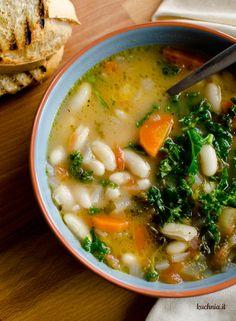Zupa fasolowa z jarmużem