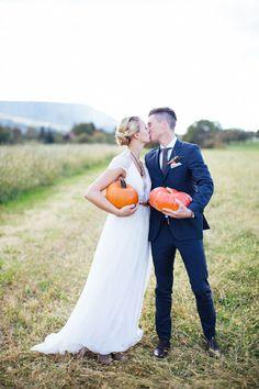 Herbstliebe: Romantisch heiraten im goldenen Oktober Fall Wedding, Wedding Photography, Couple Photos, Couples, Autumn, Photography, Newlyweds, Getting Married, Love