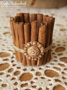 Easy DIY craft - cinnamon stick candle holder and a cinnamon stick wreath. Thanksgiving Table Runner, Thanksgiving Tablescapes, Diy Thanksgiving, Fall Table, Thanksgiving Decorations, Christmas Decorations, Easy Diy Crafts, Fall Crafts, Christmas Crafts