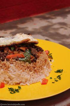 On reste à Madagascar avec la recette du bol de riz renversé. J'ai gouté ce plat dans un petit snack d'Ambatobe, un quartier d'Antananarivo. Karine et Arnaud me l'avait dit, c'était excellent. Tout...