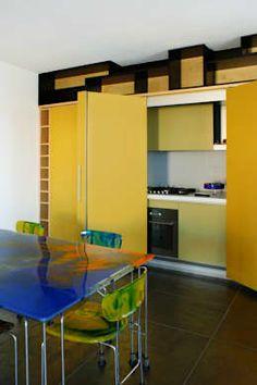 A sua cozinha é pequena? Saiba como tirar o maior partido da mesma. https://www.homify.pt/livros_de_ideias/1946689/15-cozinhas-que-cabem-perfeitamente-em-casas-pequenas