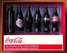 A evolução da garrafa da coca cola em miniatura para colecionador.