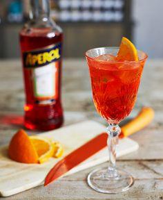 Servera gärna din Aperol Spritz i ett vinglas.