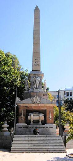 """Fallen for Spain Memorial with the obelisk of """"El 2 de Mayo"""". Plaza de la Lealtad, Madrid, Spain"""