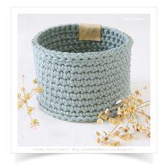 """Mini-panier ou cache-pot """"Fjord"""" réalisé au crochet avec du fil coton Natura XL. Dimensions ext. ± Ø. 10,5 x h.7 cm ! Trop tard, adopté !"""