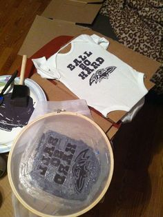 Baltimore Ravens Ball So Hard Baby Onesie - screen printed with Modge Podge! Diy Shirt Printing, Screen Printing Shirts, Diy Craft Projects, Fun Crafts, Stencil Painting, Fabric Painting, How To Dye Fabric, Dyeing Fabric, Photo Printer
