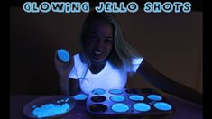 How to make Glow in the Dark Jello Shots - Tipsy Bartender - Tasty Food Rainbow Jello Shots, Candy Corn Jello Shots, Summer Drinks, Fun Drinks, Alcoholic Beverages, Tipsy Bartender Jungle Juice, Alcohol Soaked Fruit, Blue Jello, Jelly Shots