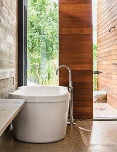 Indian bathroom decor master bath in wells with a tub by for american indian bathroom decor . Dream Bathrooms, Beautiful Bathrooms, Small Bathroom, Modern Bathtub, Modern Bathroom Design, Bath Design, Modern Design, Washroom Design, Modern Bathrooms